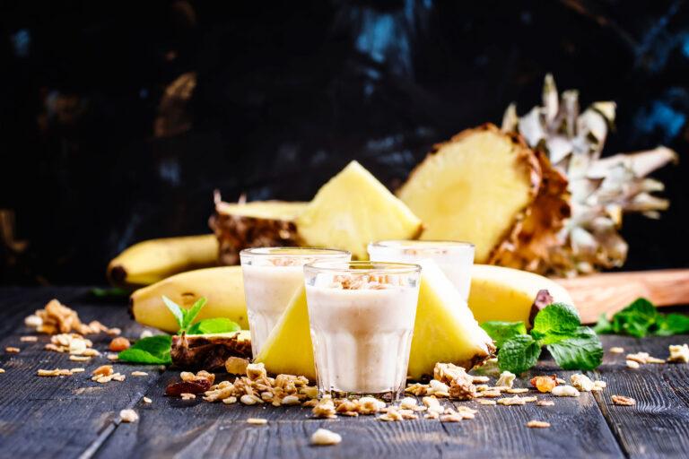 milkshake-yiaourti-mpanana-ananas-muesli