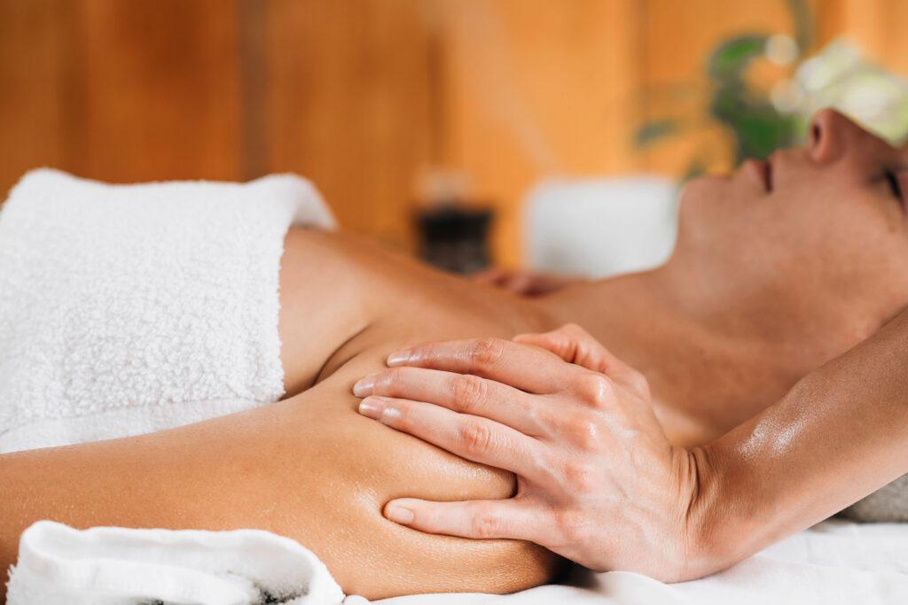 ta-entiposiaka-apotelesmata-tou-massage-me-aitheria-elaia-2