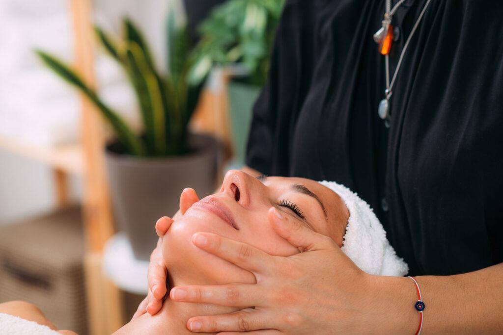 ta-entiposiaka-apotelesmata-tou-massage-me-aitheria-elaia-3