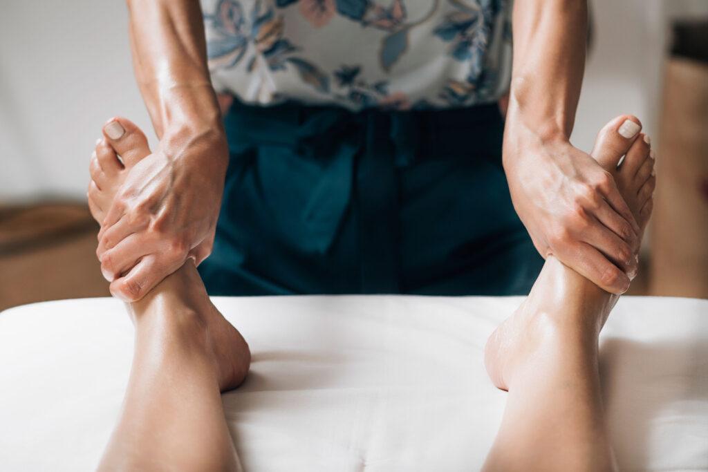 ta-entiposiaka-apotelesmata-tou-massage-me-aitheria-elaia-4